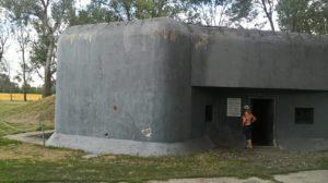 Pred vchodom do bunkra.